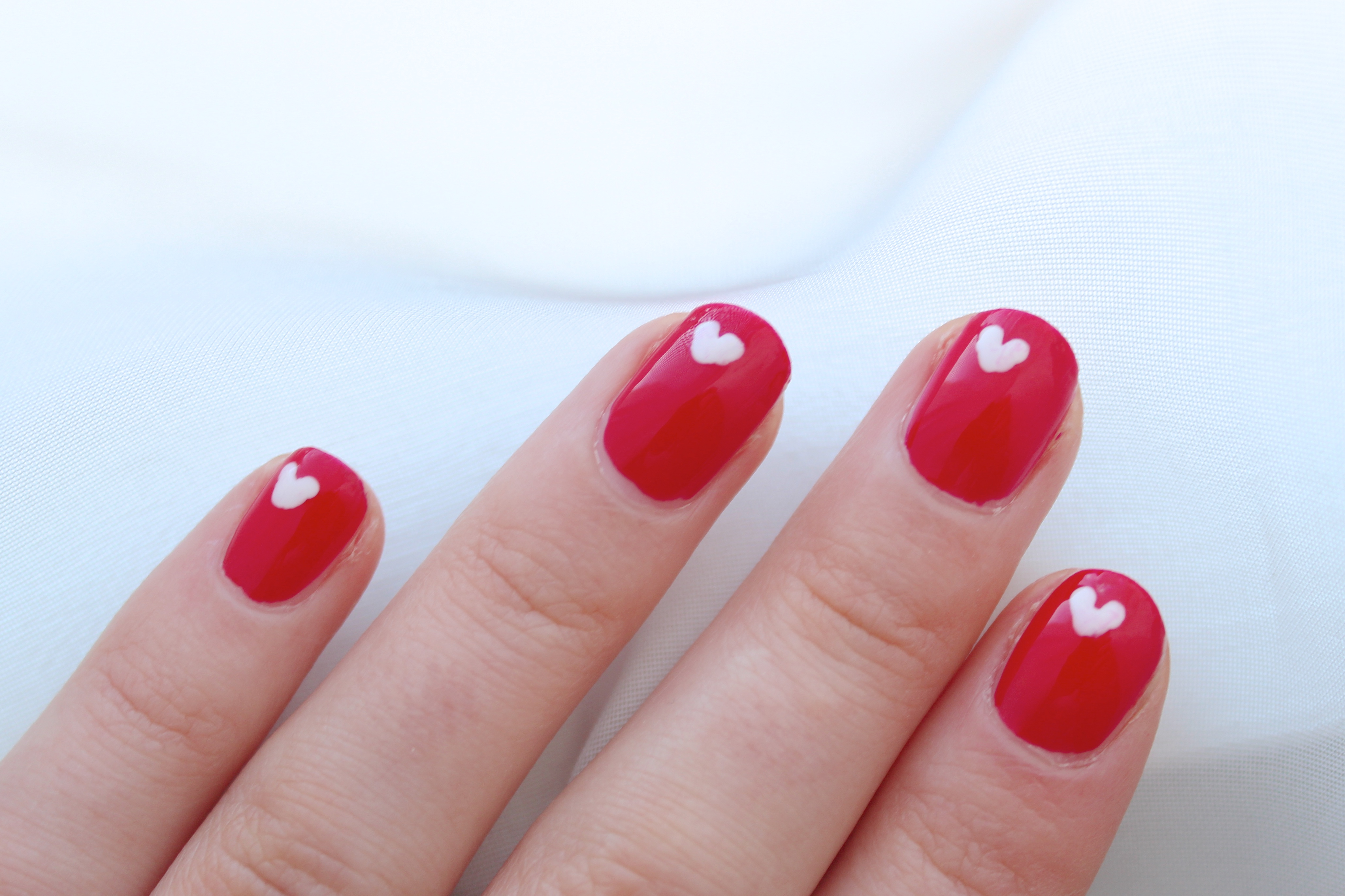 Simple heart nails weardaisywent dry before sealing them with the sally hansen acrylic top coat for extra shine and protection i hope you like this simple and cute nail design and prinsesfo Image collections
